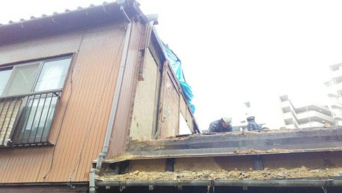 画像:I様邸の解体工事中の手作業の様子の写真