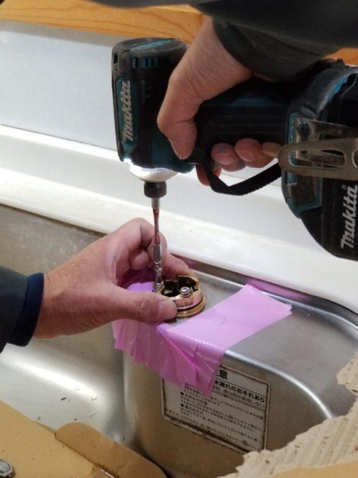 画像:O様邸 キッチン水栓取替中の写真