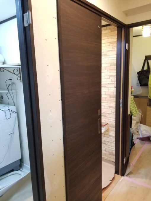 画像:Y様邸 片開き戸から引戸工事の仮に引戸取付の写真