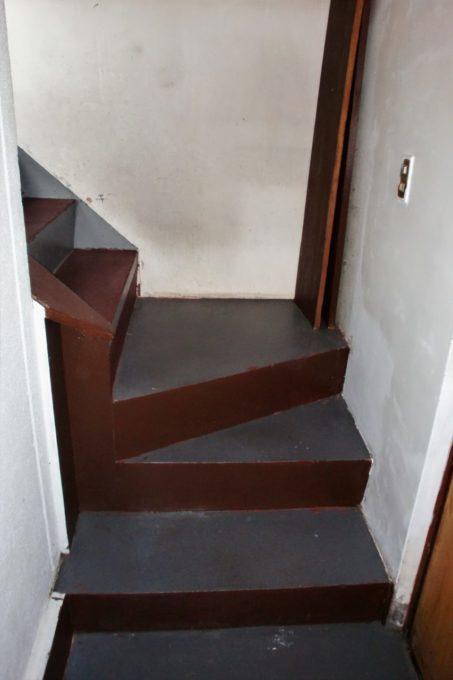 画像:階段手摺施工前のA様邸の写真