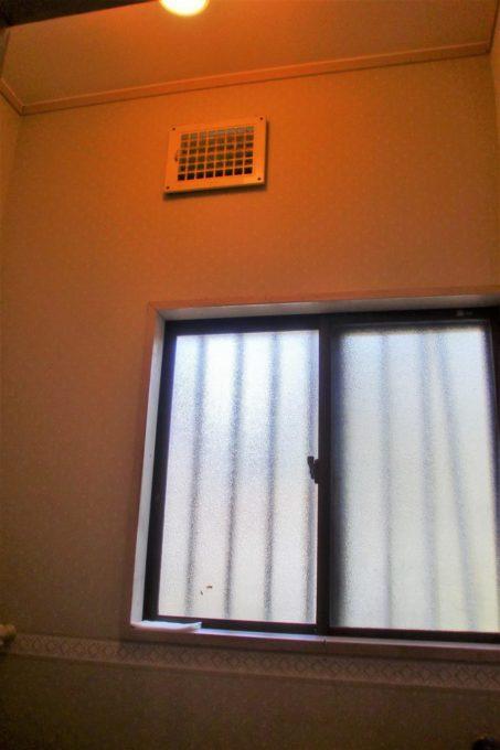 画像:O様邸 トイレ施工前 換気口の写真