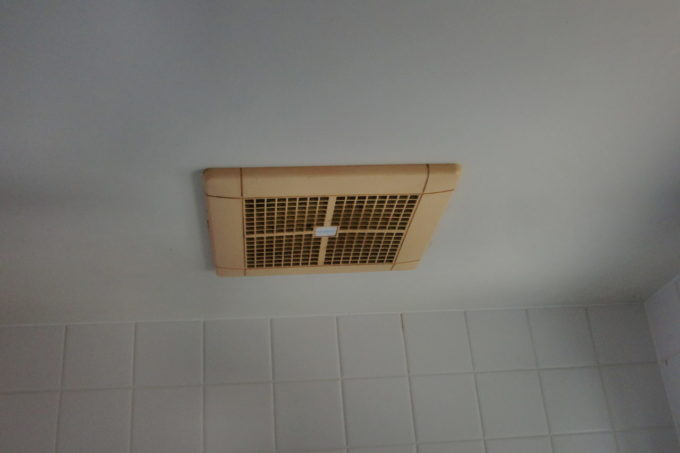 画像:O様邸 浴室換気扇、施工前の写真