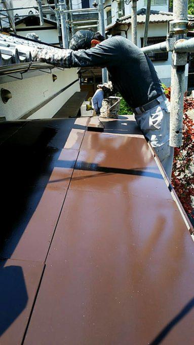 画像:N様 玄関屋根 塗装中の写真