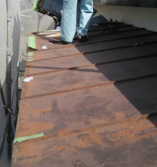 画像:N様 施工前 2階ベランダ屋根の写真
