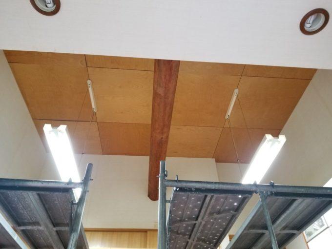 画像:O様 リビング吹抜の天井の工事前、足場設置後の写真