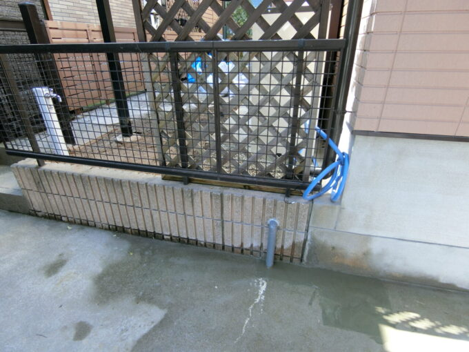 画像:M様邸 外部水栓施工後、駐車場側からの写真