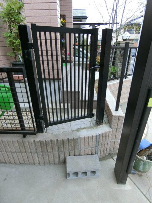 画像:M様邸 駐車場からの入口の施工後の写真