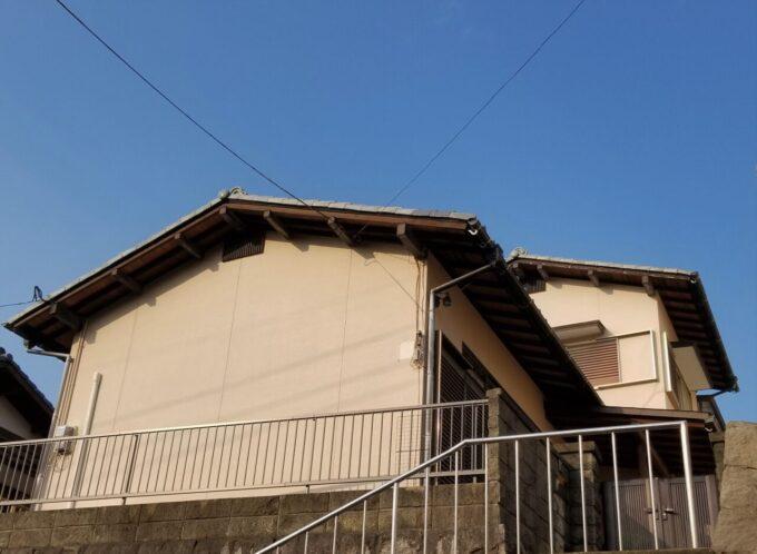 画像:K様邸 塗装前(アプローチ側)